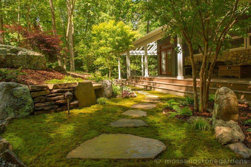 moss-step-stones1-7111752